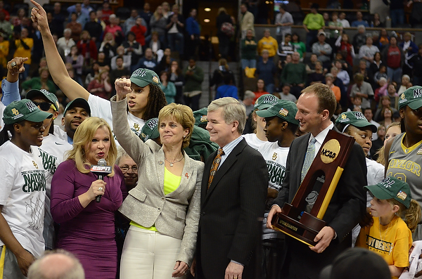 Baylor coach Kim Mulkey waves to Baylor fans. Photo Robert Franklin